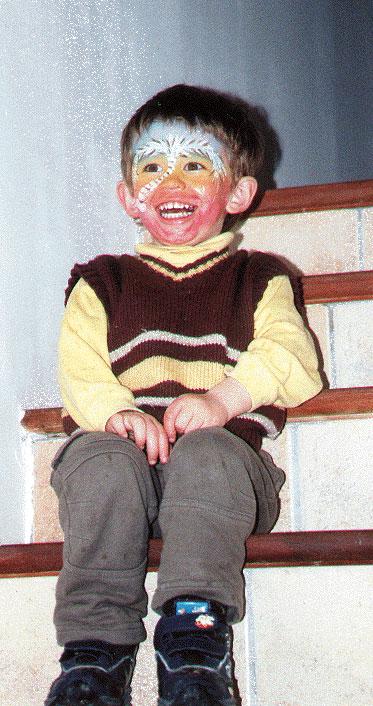 Enfant grimé souriant